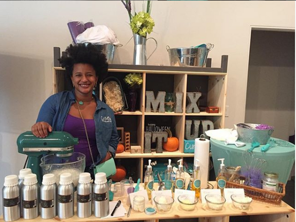 Kim working the CurlMix Custom Body Butter Bar