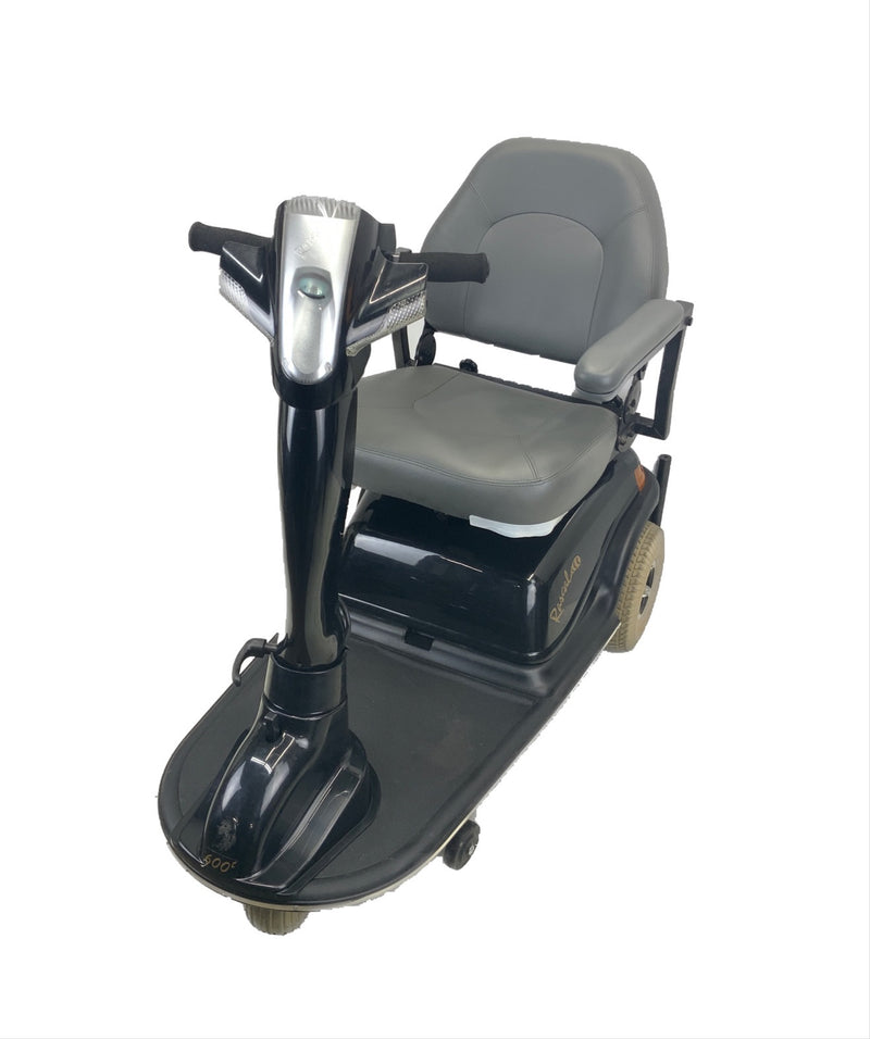 Corner of Rascal 600T Electric 3-Wheel Scooter  Seat Elevating Capabilities  450 lbs. Weight Capacity  19 x 16 Seat  Lighting Kit