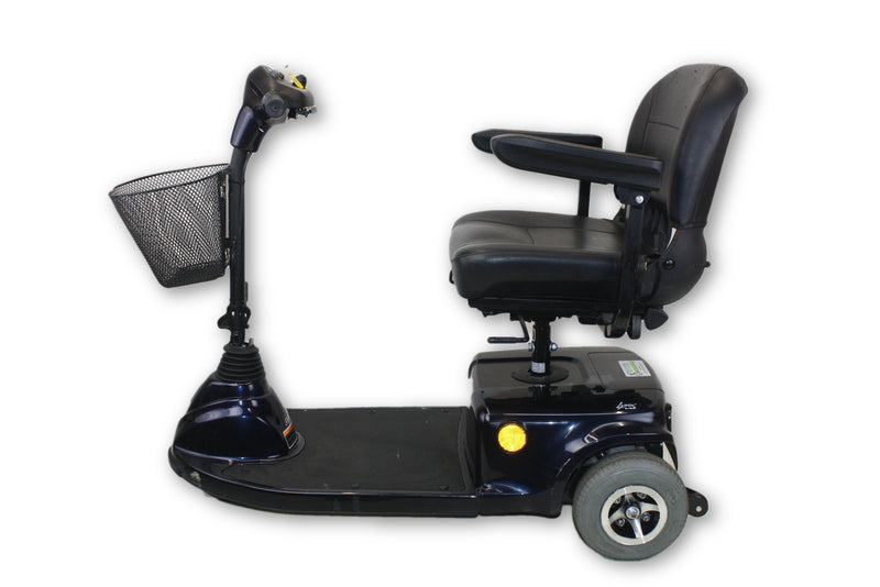 "Invacare Navy Blue Lynx L-3X Electric 3-Wheel Mobility Scooter | 18""x17"" Seat - Power Chairs Test"