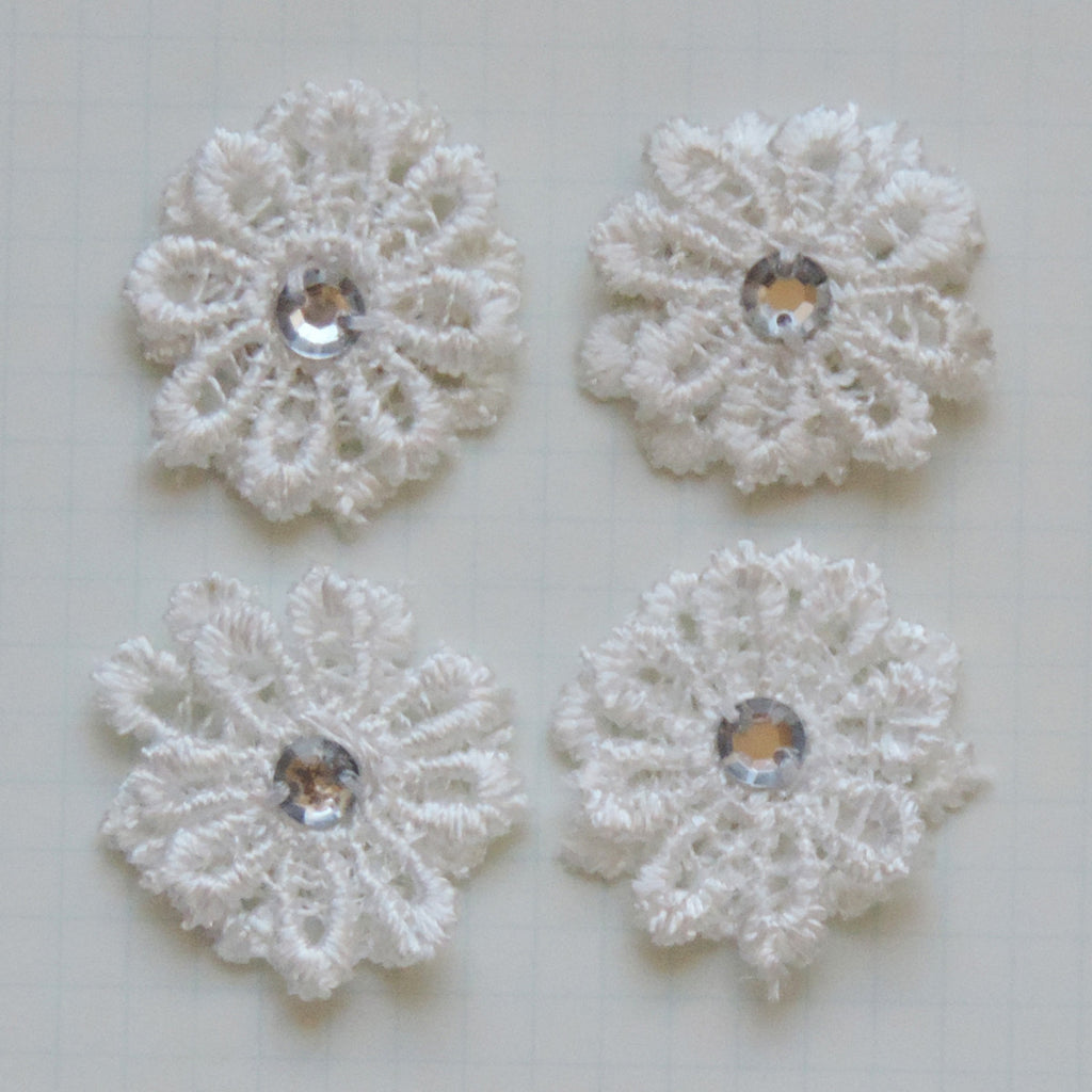 Vintage Lace Mini Daisies - Cloud