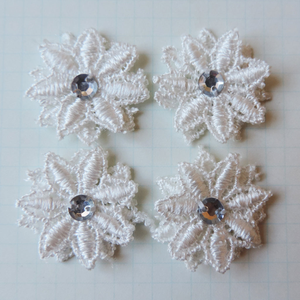 Vintage Lace Mini Mums - Cloud