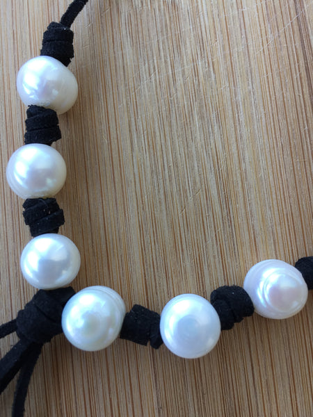 Handmade Pearls and Leather Y Necklace,minimalist jewelry,boho,freshwater pearl jewelry,tassel,pendants