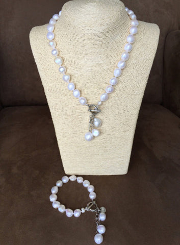 Designer Pearl Necklace and Bracelet Gift Set - Timeless Elegance