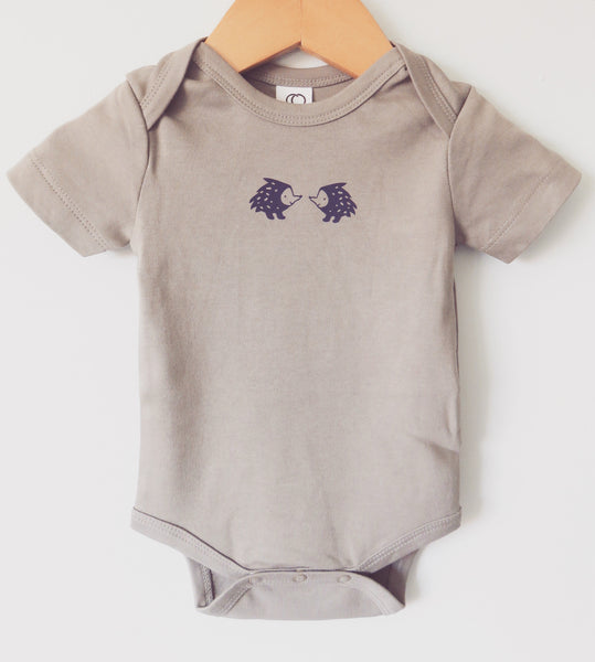 Porcupine Onesie in gray - organic cotton > SALE