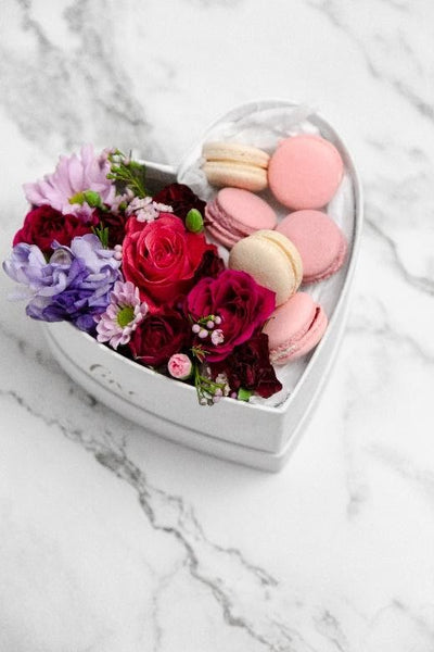 FLOWER MACARON BOX (Small Heart Box) (New)