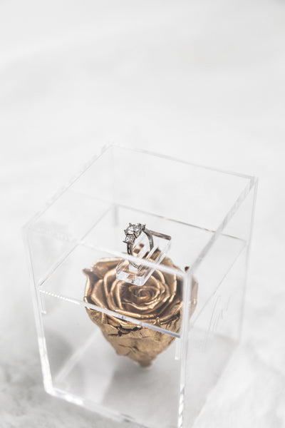 SINGLE ROSE ACRYLIC BOX  WITH SPECIAL RING DISPLAY