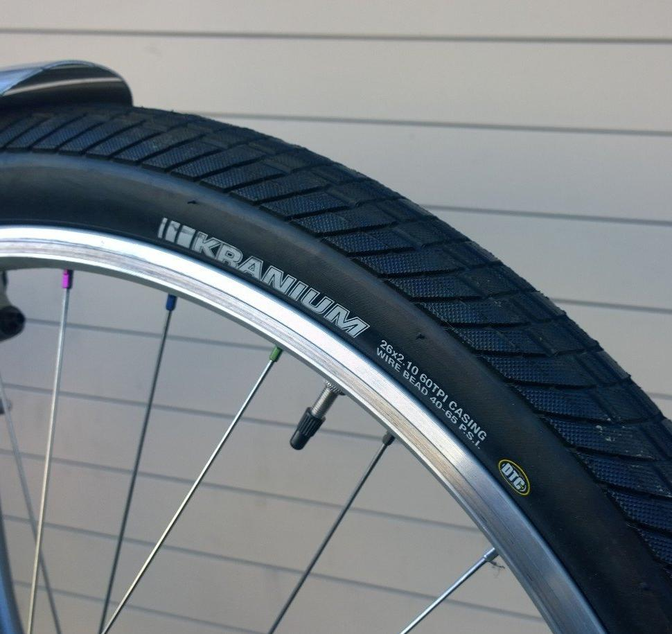 Tire - Kenda wire bead tire