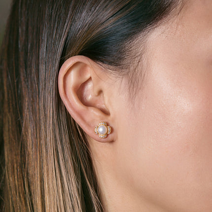 Flora Pearl Stud Earrings
