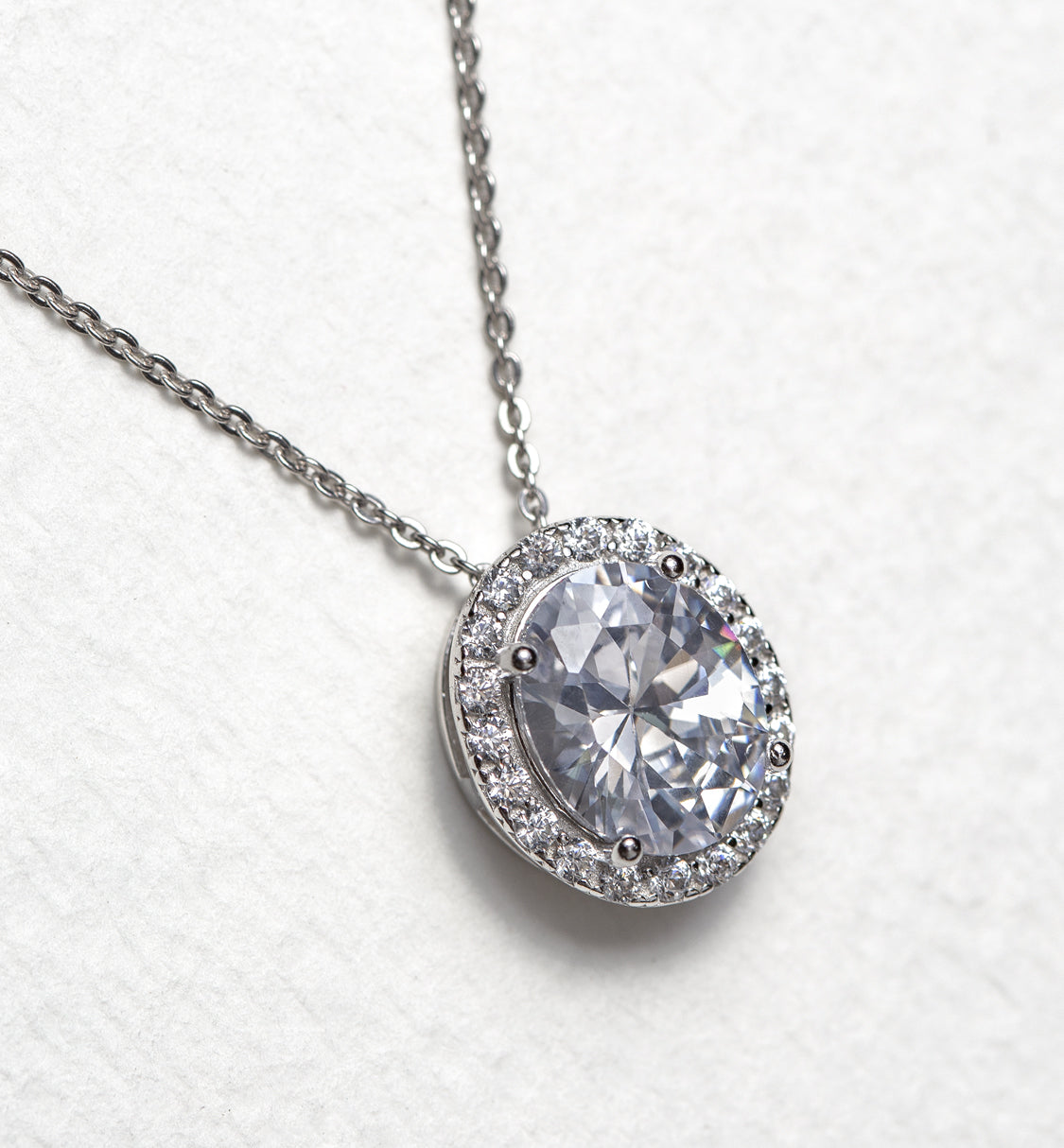Ovali Halo Pendant Necklace - Amy O. Bridal