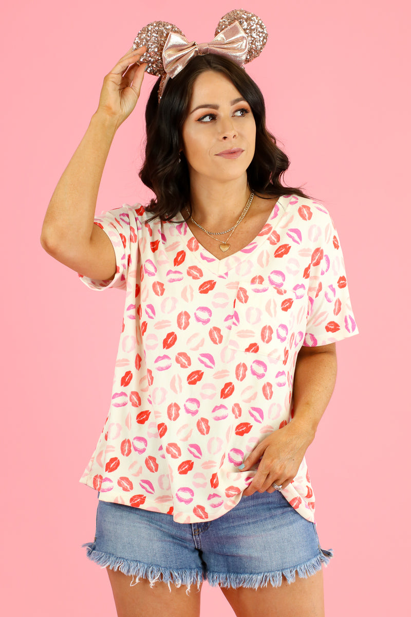 Kiss on the Lips Graphic Top | CURVE - FINAL SALE - Madison and Mallory
