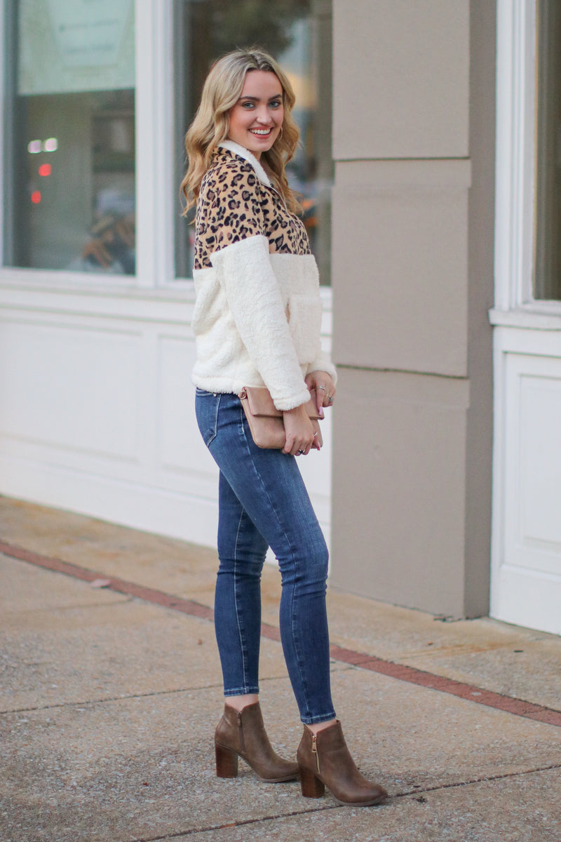 *DOORBUSTER* Keep Roaring Leopard Sherpa Pullover - White - Madison + Mallory