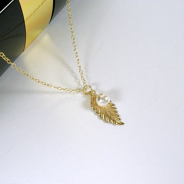 Meaningful Mom Gift Dainty Leaf Mom Necklace Gold Silver