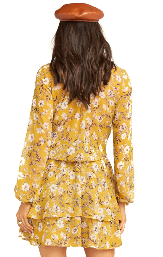 back of show me your mumu flirtin floral channing dress
