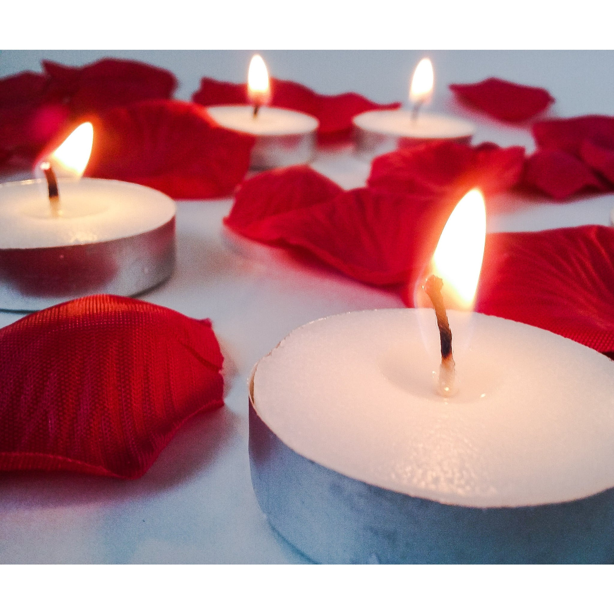 Light My Flower Tealight Candle Set of 10 Gift Set with 300 Red Faux Rose Petals and Clear Heart Plastic Gift Box