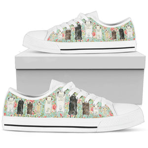 Shopeholic:Pugs Women's Low Top Shoe