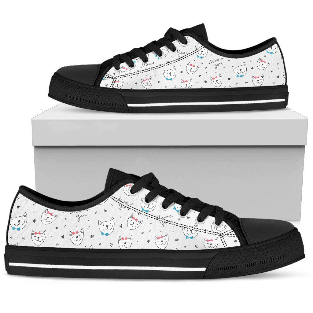Shopeholic:Cats Women's Low Top Shoe