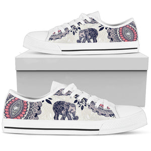 Shopeholic:Elephant Women's Low Top Shoe
