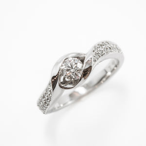 Round Brilliant Cut Engagement Ring in White Gold