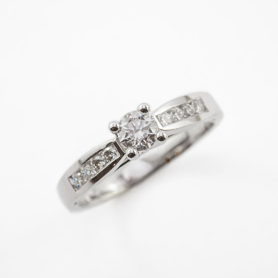 Round Brilliant Cut Engagement Ring in 18ct White Gold