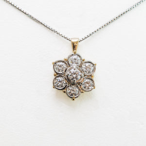 Flower Necklace in Yellow Gold With Diamonds