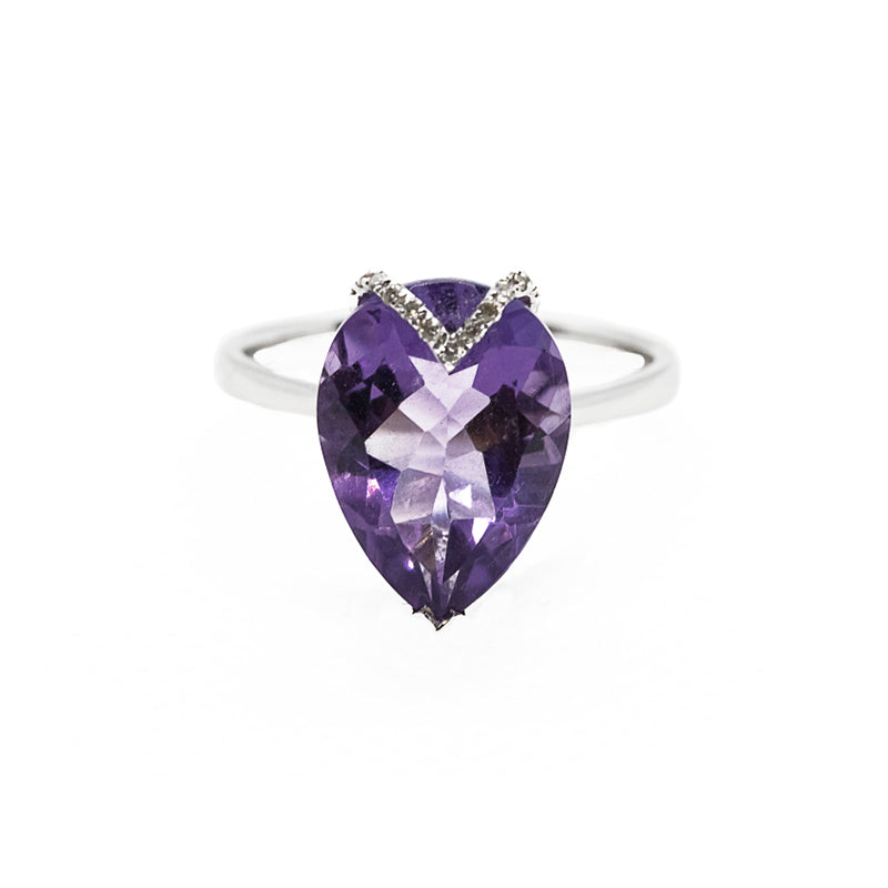 pear shaped amethyst ring in 18ct white gold
