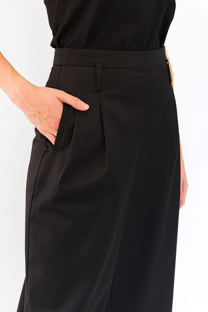 Black tailored culottes with pockets