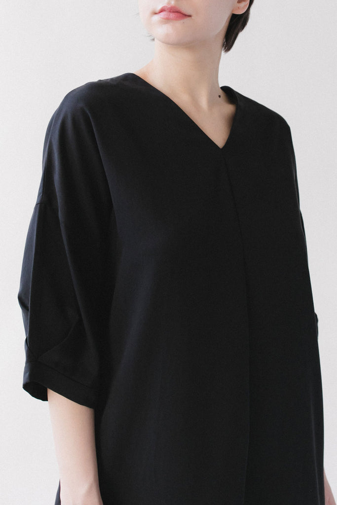 Black v-neck long top