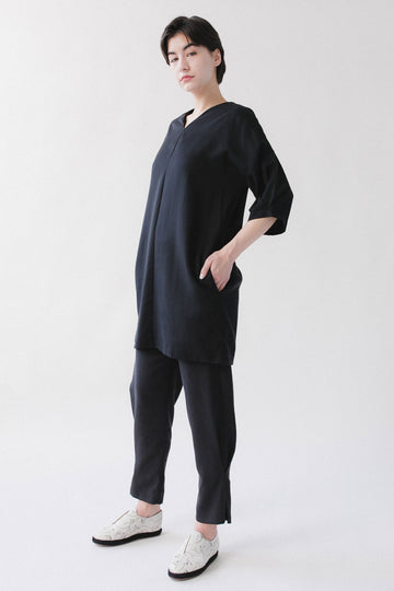Black dress with short sleeves and pockets
