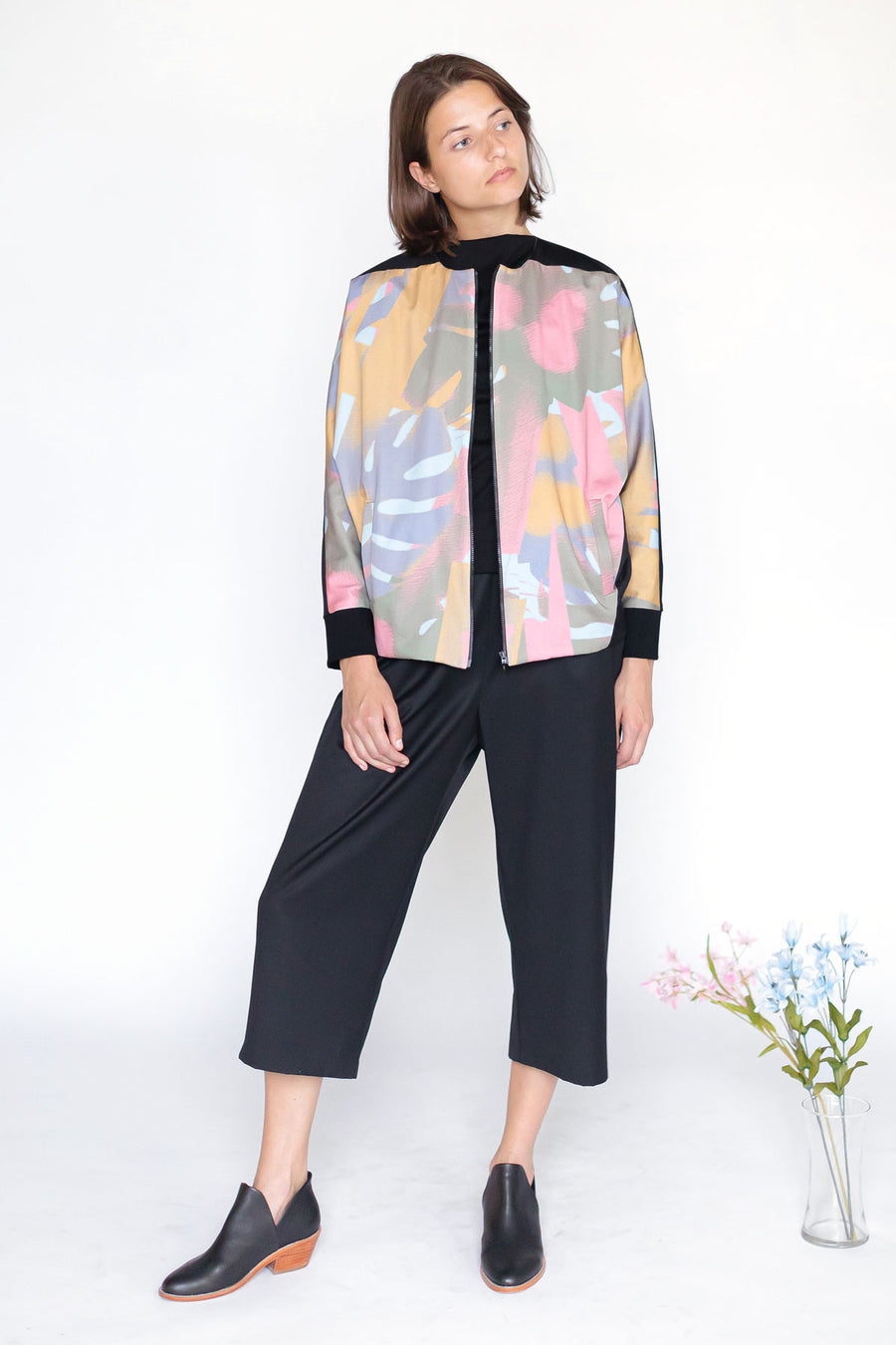 Zip up jacket with abstract pattern and black culottes for women