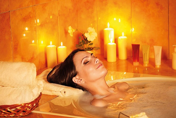 Hot bath with candles helps you relax