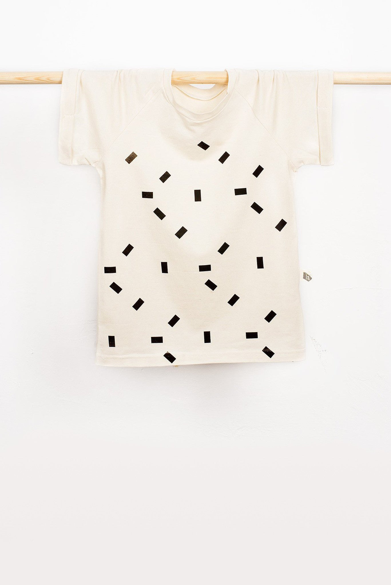 T-SHIRT WITH BLACK RECTANGLES PATTERN