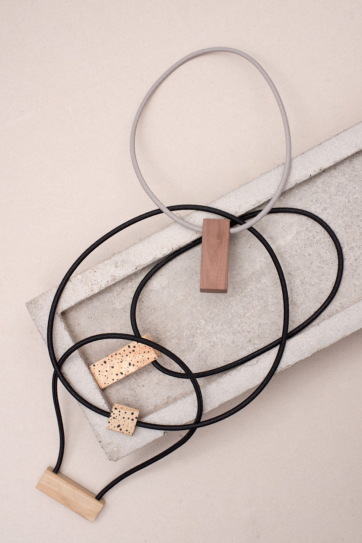 WOODEN NECKLACE VII.