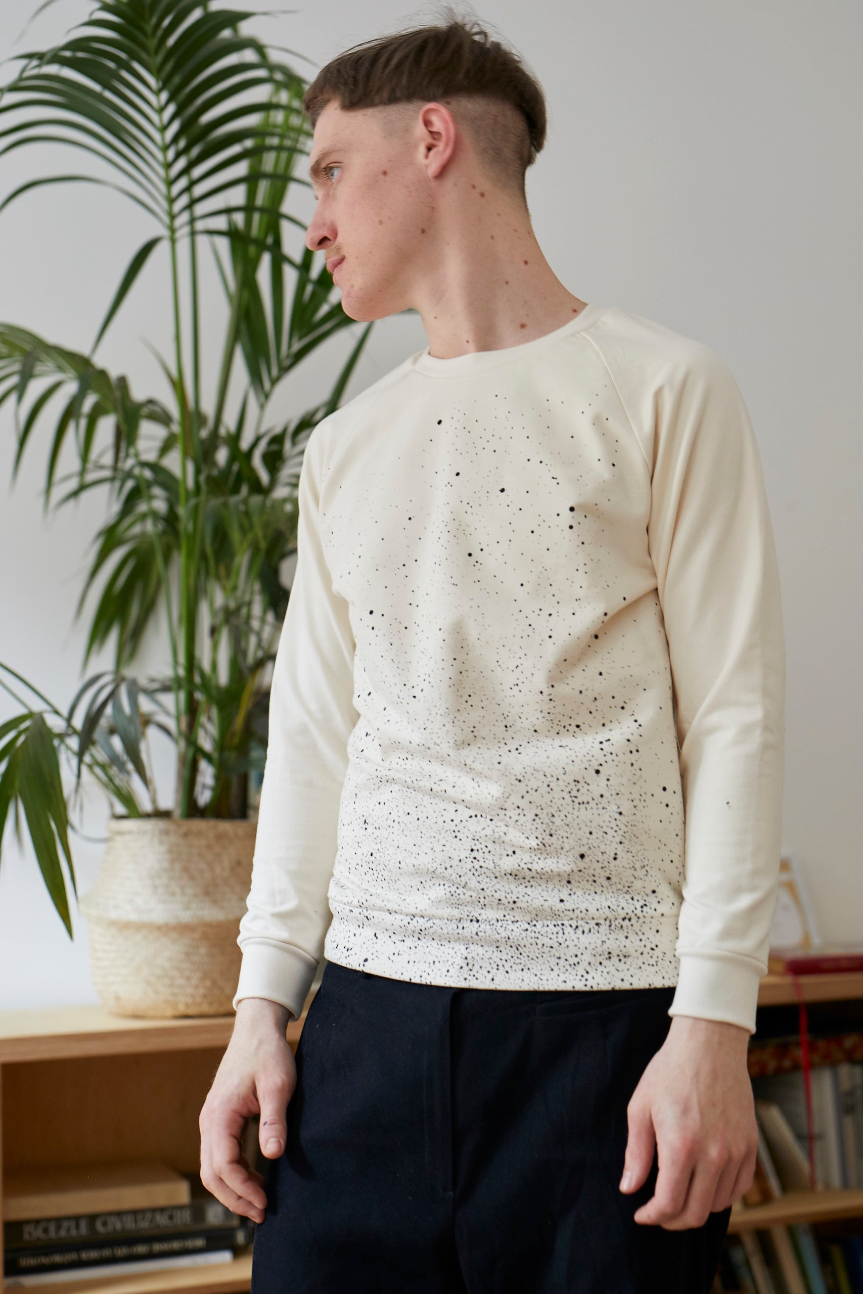 DOTTED BEIGE T-SHIRT