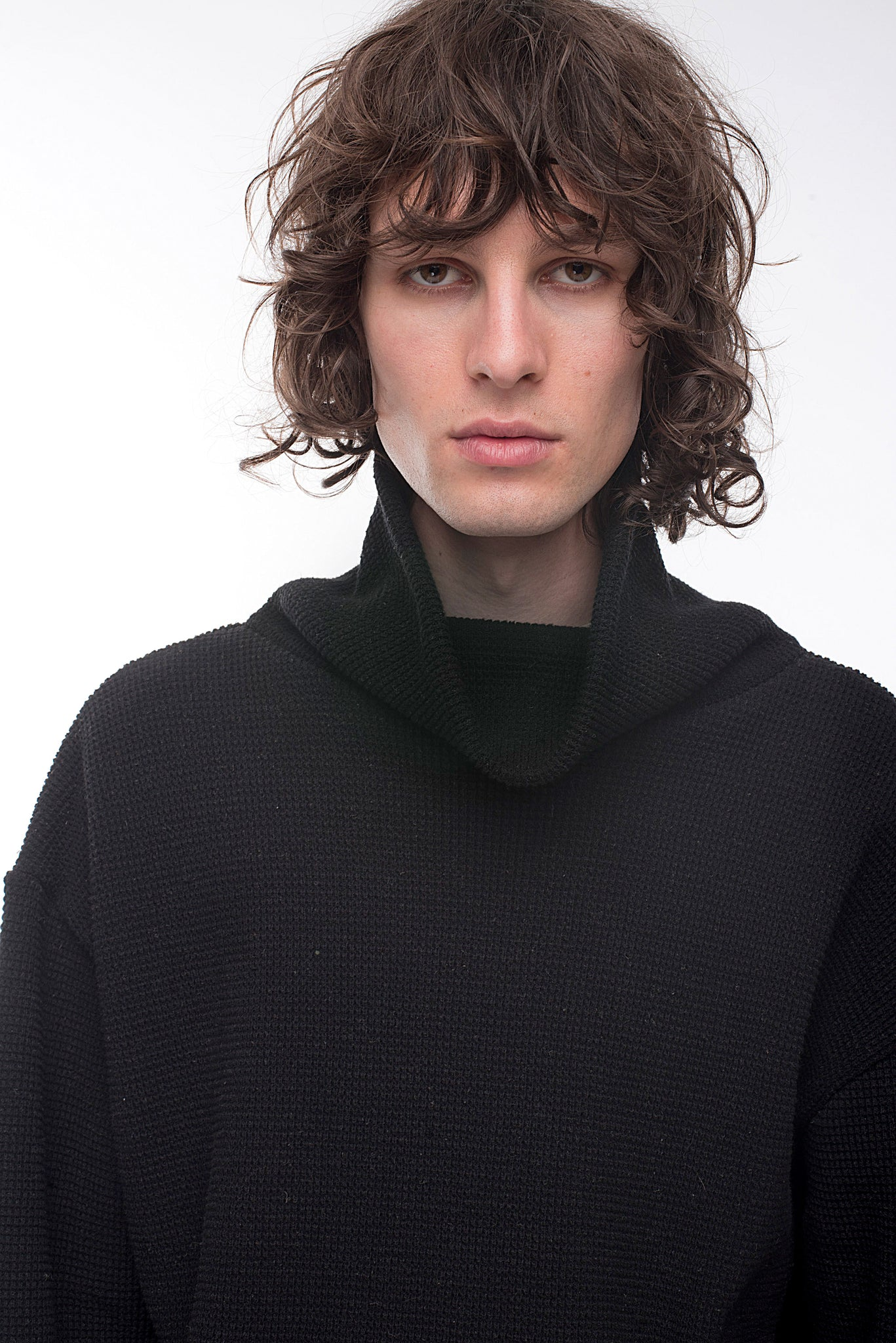 KNITTED BLACK TURTLENECK SWEATER