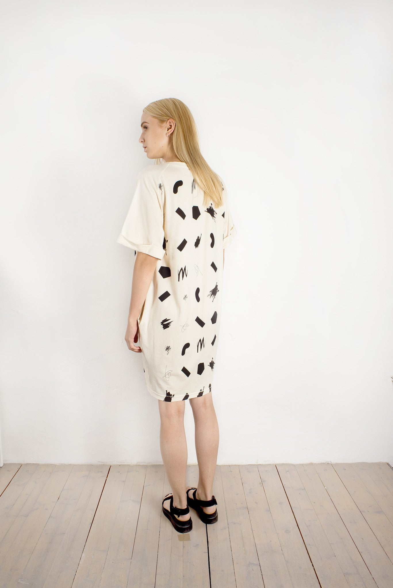 T-SHIRT DRESS WITH SQUIGGLES PATTERN