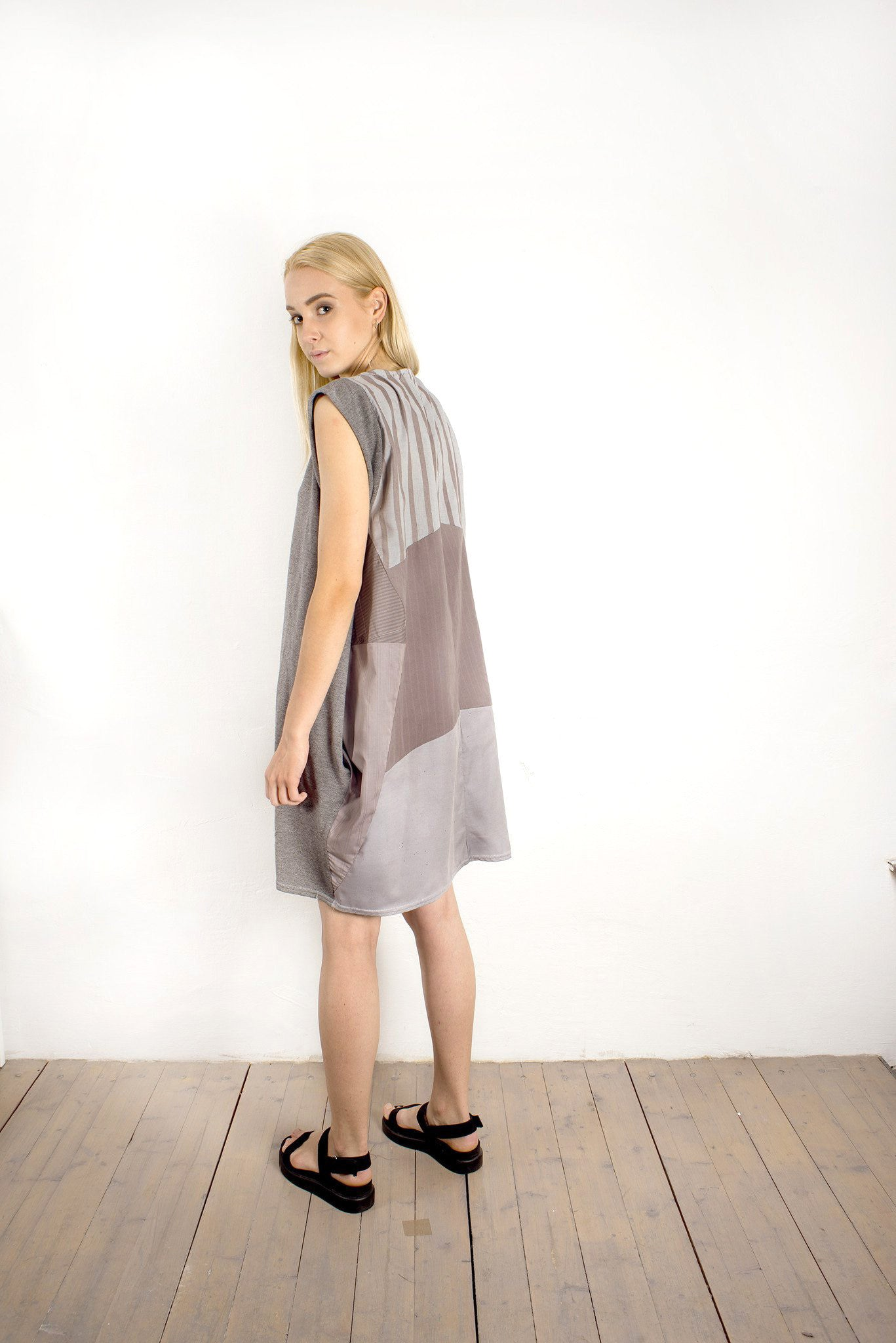 WIDE GREY DRESS