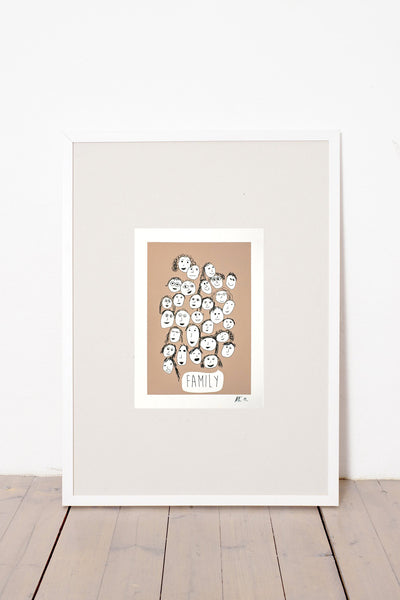 FAMILY PRINT - BROWN