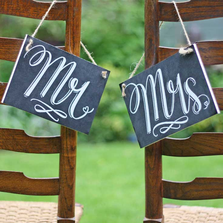 Must have chalkboard signs for your wedding - Mr and Mrs Signs