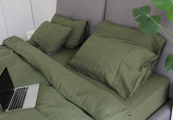 Seaweed Green Linen Bed Set | 2 Seaweed Green Stonewashed Linen Pillow Cases | 1 Duvet Cover + FREE GIFT
