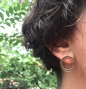 The Functions Earrings exposes the ear with the balance of negative space.