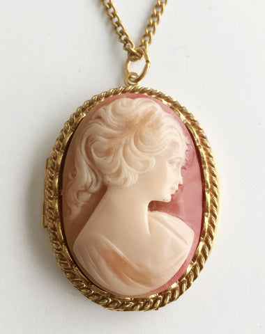 Vintage Cameo Front Locket Pendant Necklace