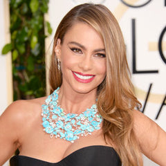 Sofia Vergara looks beautiful as usual and showing of her stunning gold earrings on the red carpet at the Golden Globe Awards 2017!