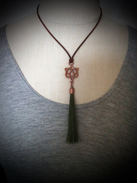 Celtic Heart Love Knot, Tassel Leather Necklace, Outlander Jewelry Copper Celtic Necklace Celtic Jewelry Jamie Claire Fraser Je Suis Prest - GracieWieber - 1