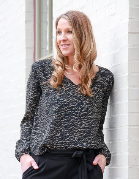 black-dotted-top-dressy-tops-for-work-outfits