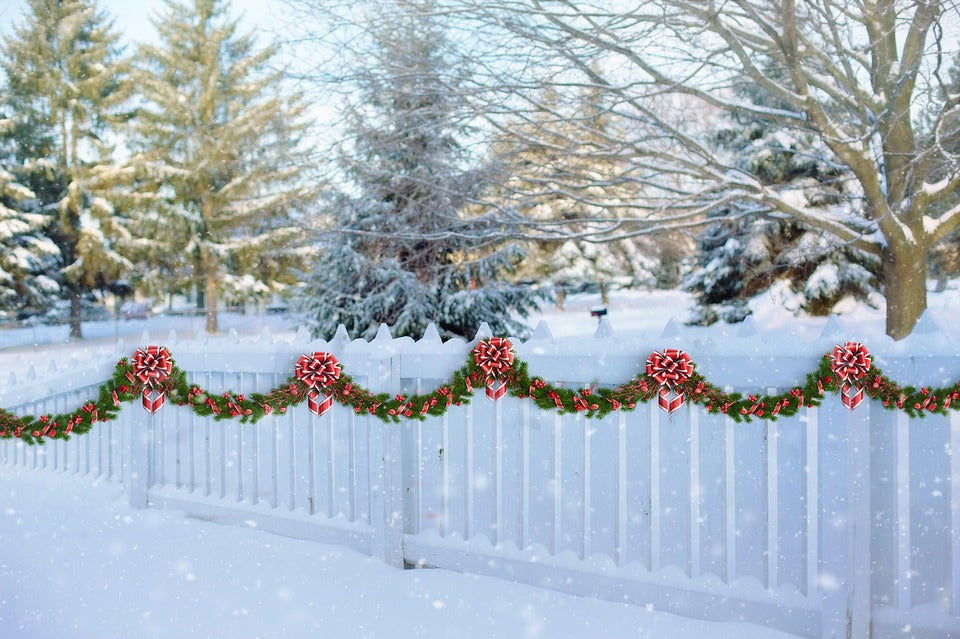 How to Decorate Your Fence for the Holidays