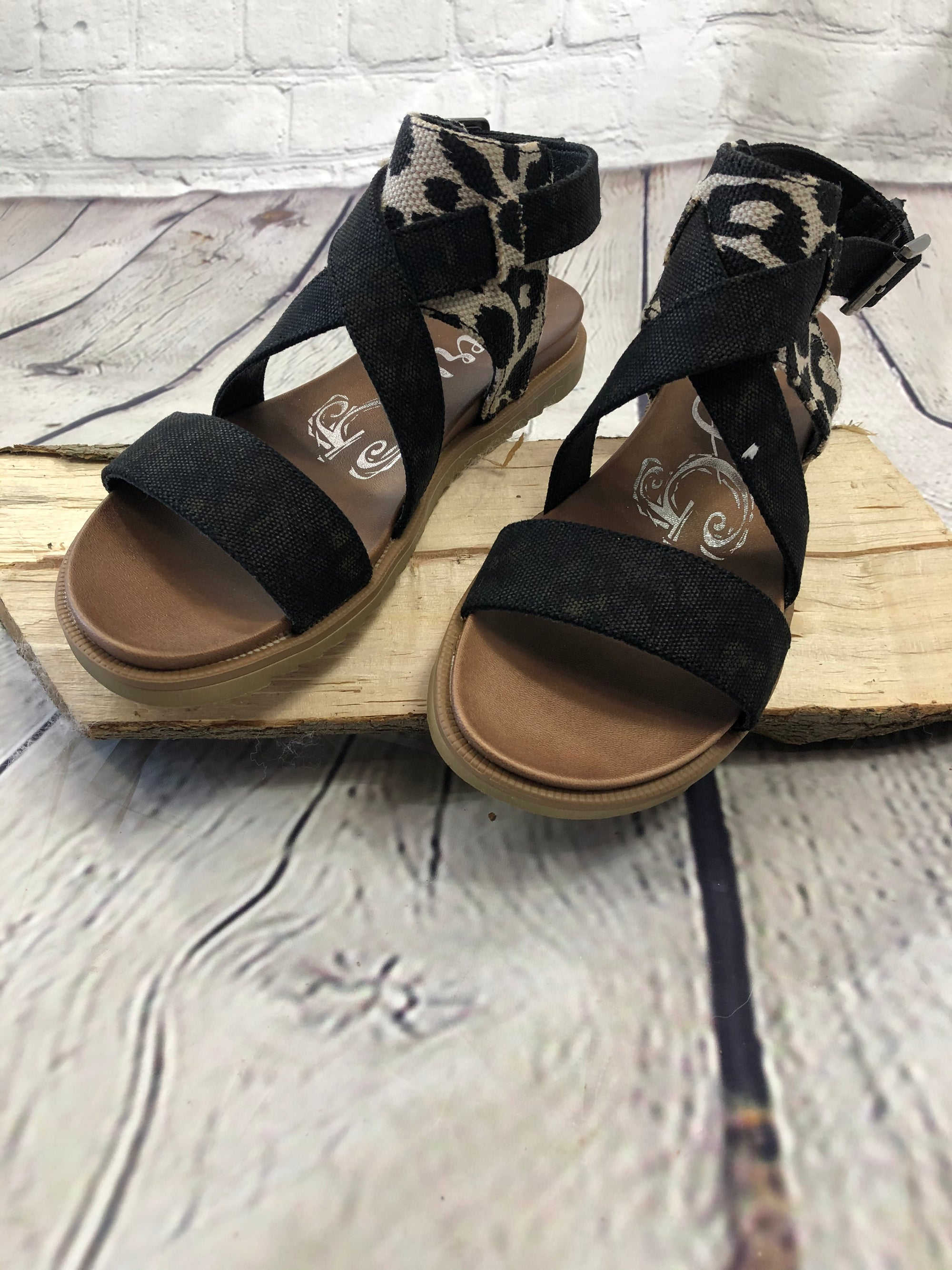 Jayla Black & Cream Sandals