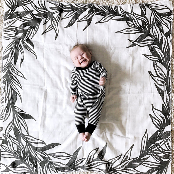 MUSLIN SWADDLE BLANKET - B+ W LEAVES FRAME - Dotboxed