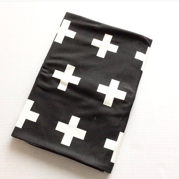 SLIGHTLY IMPERFECT - ORGANIC B+W CROSS BLANKET - Dotboxed