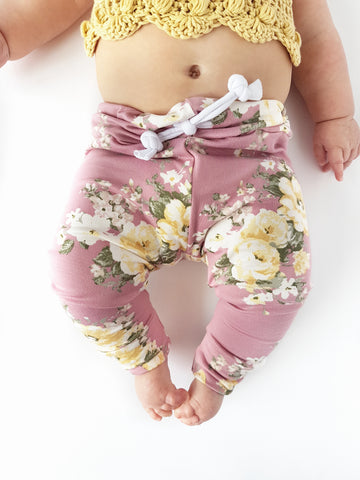 Mauve and pale yellow floral leggings! Please choose available sizing from the drop down menu! Buttery soft!