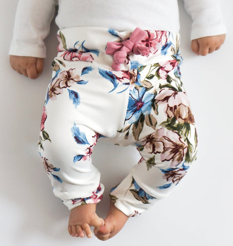 Ivory floral leggings! Please choose available sizing from the drop down menu! Buttery soft!